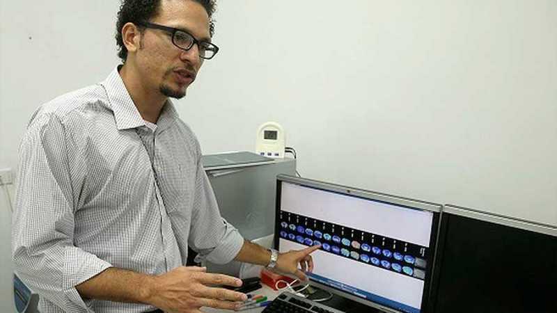 Nanotecnología: un panameño modifica implantes de titanio y acelera la regeneración de los huesos