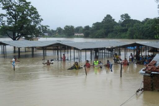 Inondations: au moins 90 morts au Népal et en Inde