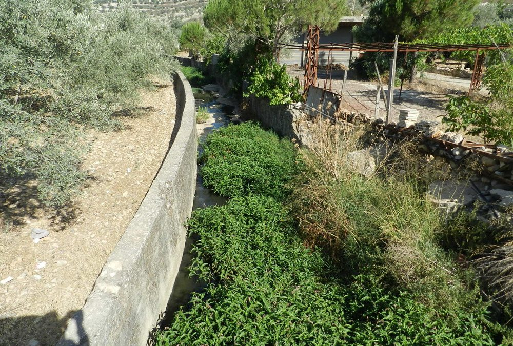 عشرات المشاريع البيئية تفشل في رفع التلوث عن نهري الوزاني والحاصباني