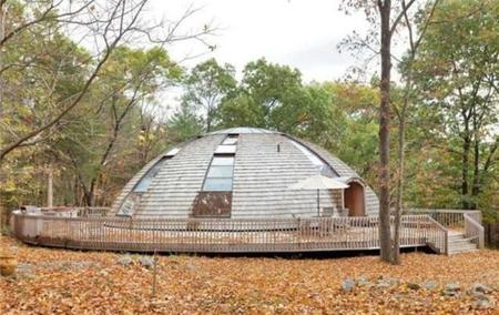 Sustainable impressive dome that rotates to harness sunlight