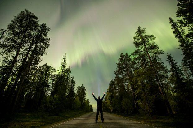 ألوان الشفق القطبي المبهرة تضيء سماء فنلندا