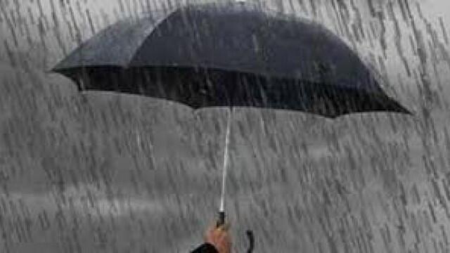 منخفض جوي مسيطر والطقس ماطر بغزارة مع ثلوج على 1400 متر