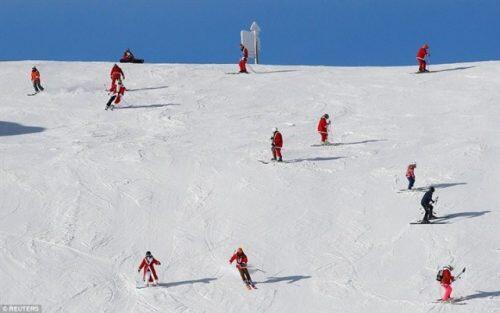 صور-رائعة_-في-جبال-الألب..-الإحتفالات-بعيد-الميلاد-بدأت-2