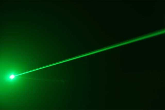 أشعة الليزر أقوى من أشعة الشمس بأربع مرات