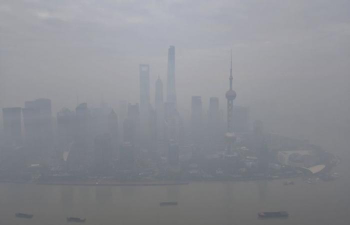 العاصمة الصينية تصدر أول تحذير رئيسي من الضباب الدخاني في الشتاء