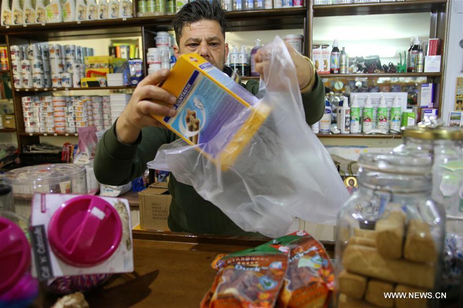 La Grèce facture l'utilisation de sacs en plastique dans les supermarchés