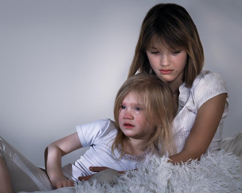 أسباب بكاء الأطفال سراً في الليل