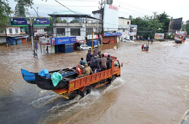 كيرالا الهندية تلتقط أنفاسها مع تراجع الأمطار وارتفاع قتلى الفيضانات إلى 200