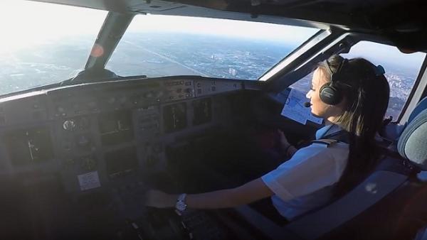 ما هو البلد الأول عالميًا في أعداد قائدات الطائرات؟