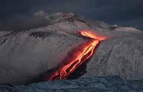 دمار في أوروبا .. والسبب بركان!