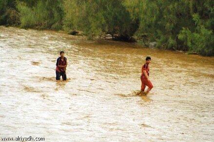 السيول تقتل 11 طفلا في إندونيسيا