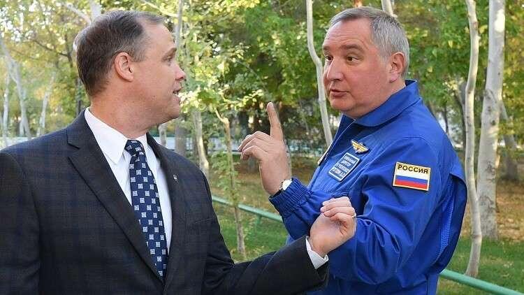 روغوزين يبحث استكشاف القمر والحياة خارج الأرض مع مدير ناسا