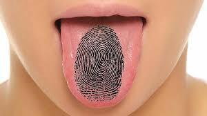 لكل إنسان بصمة لسان خاصة به مثل بصمة الإصبع