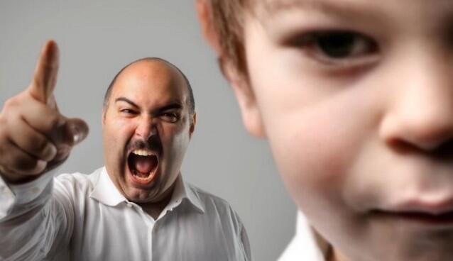 ايها الاب، ايتها الام.. إليكما سبعة خطوات مهمة جدا عليكما فعلها بعد الصراخ على أطفالكما..