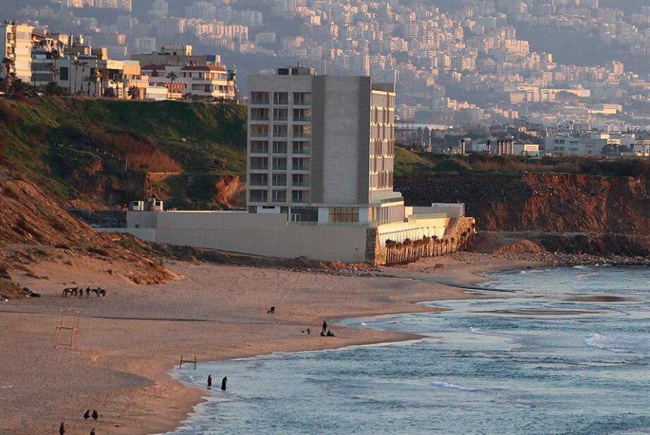مكتب وزير الأشغال: وقف العمل بالموافقة المعطاة لشركة إيدن باي ريزورت لإقامة كاسر للأمواج