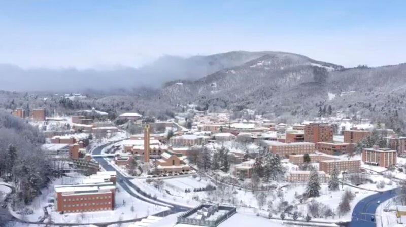 الثلوج الكثيفة تقتل ثلاثة أشخاص وتعطل حركة النقل بجنوب شرق أمريكا
