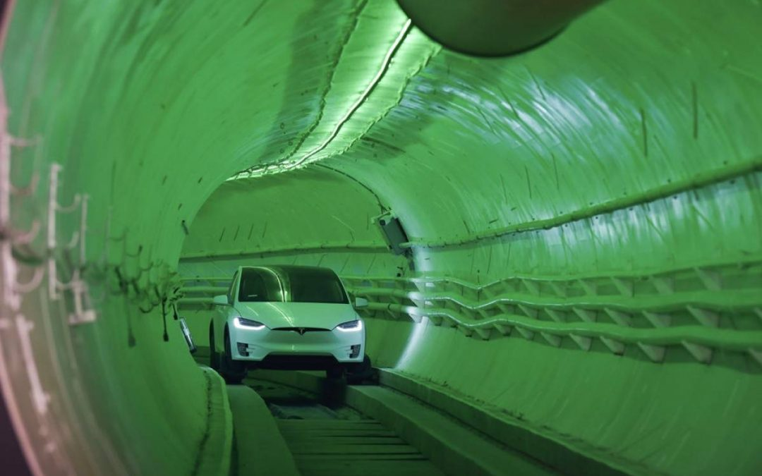 Elon Musk presentó el esperado túnel de The Boring Company, aunque lo odiarás si eres claustrofóbico