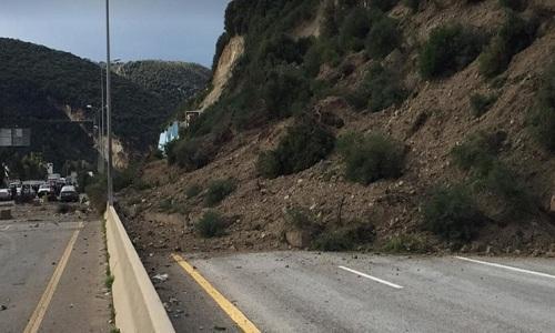 انهيار جبل وحائط الدعم بعد نفق شكا وسقوط جرحى