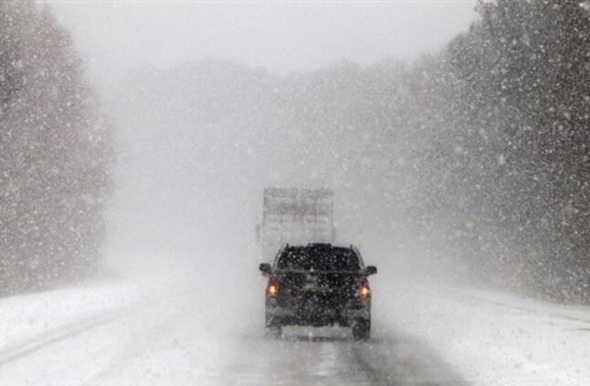 توقعات بأن يغطي الجليد معظم شمال شرق الولايات المتحدة بعد عاصفة شتوية