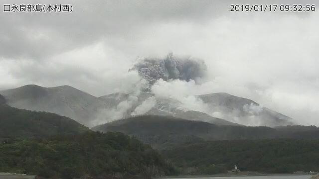 ثوران بركان في جنوب اليابان ولا أوامر بالإخلاء