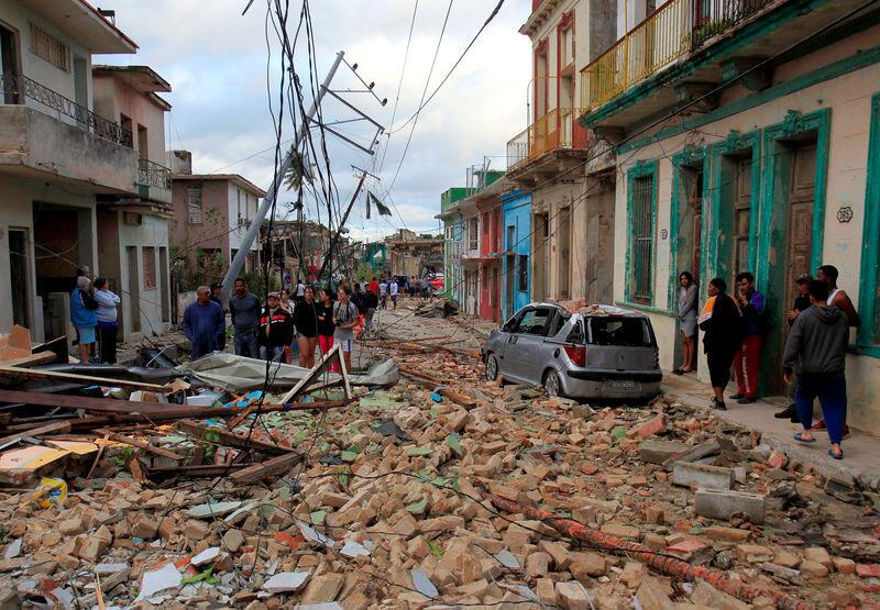 أقوى إعصار يضرب كوبا منذ ما يقرب من 80 عاما يقتل أربعة أشخاص على الأقل