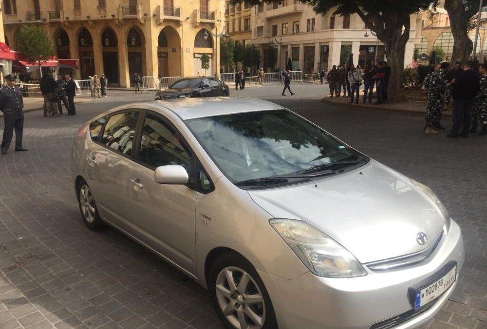 سيارة وزير البيئة .. صديقة للبيئة!