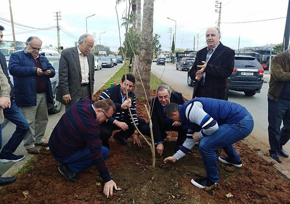 بلدية صيدا أطلقت حملة تشجير عبر غرس 65 شجرة على مدخل صيدا الجنوبي