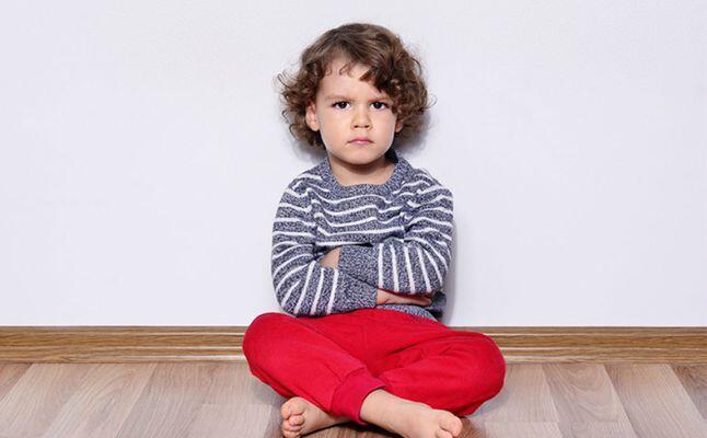 أمور يقوم بها طفلك تزعجك كثيرًا لكنها تؤشر إلى أنه سيعيش طويلاً!