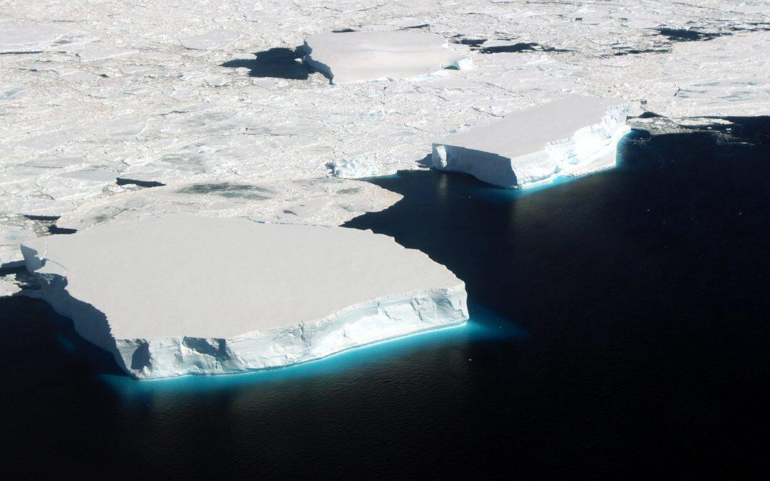 صفائح الجليد   في أنتاركتيكا.. قنبلة موقوتة
