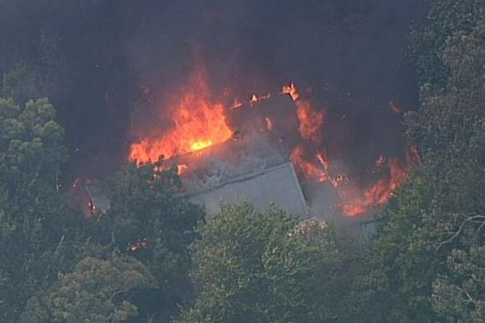 حرائق الغابات تدمر أكثر من 30 منزلا بولاية فيكتوريا الاسترالية