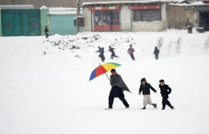 مقتل ما لا يقل عن 59 شخصا بسبب السيول والثلوج في أفغانستان