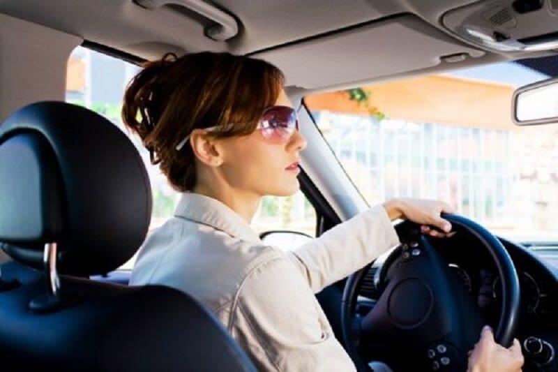 النساء أفضل من الرجال في قيادة السيارات!