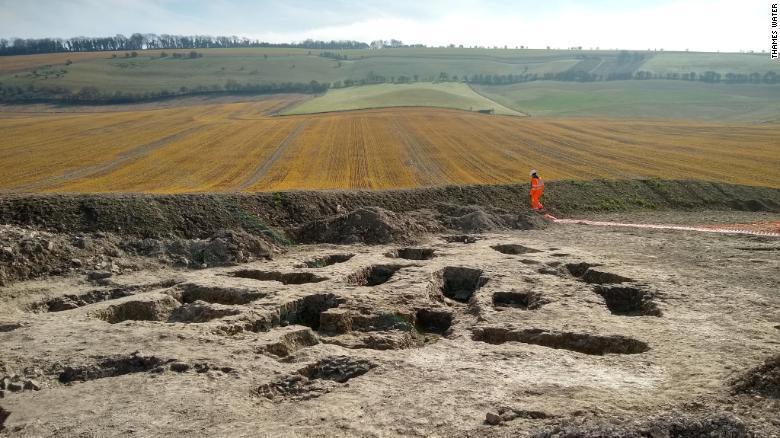 هذا ما وجده المهندسون أثناء وضع أنابيب مياه في بريطانيا!