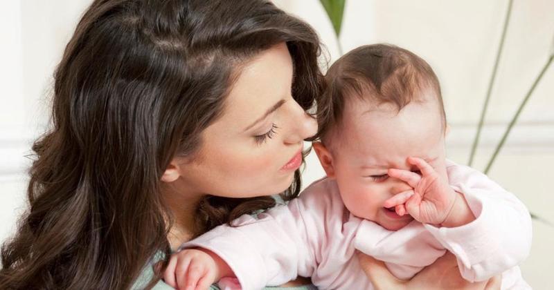 متى يجب أن تخاف الأمهات من كثرة بكاء الرضيع؟