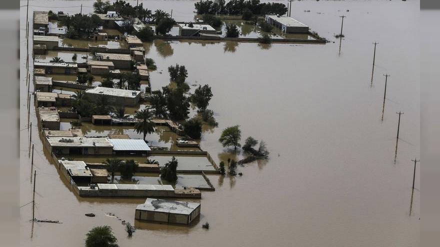 إيران تقول إن السيول تسببت في خسائر تقدر بنحو 2.5 مليار دولار