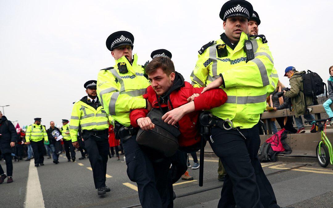 عدد معتقلي احتجاجات تغير المناخ في لندن يصل إلى 290 في يومين