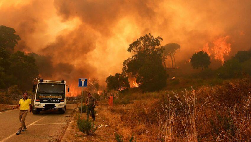 الصين تكافح حرائق غابات أودت بحياة 26 من رجال الإطفاء