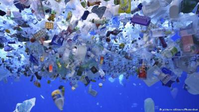 شاطىء من البلاستيك!
