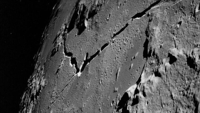 المسبار الصيني يدهش العلماء بما كشفه في الجانب الآخر للقمر