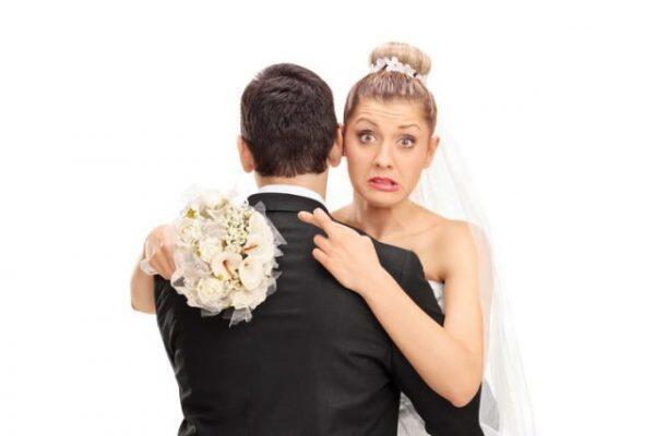 النساء غير المتزوجات هن الأكثر سعادة