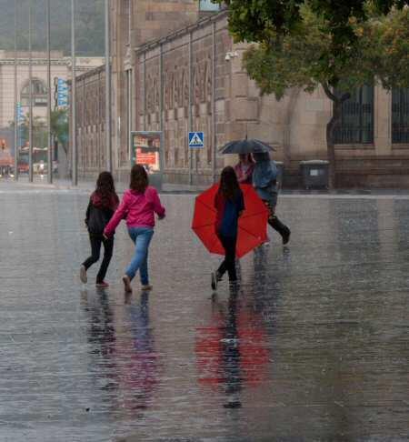 Analizan la calidad de los registros de lluvia de Cataluña de los dos últimos siglos