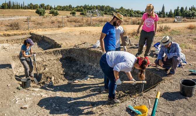 Primeras intervenciones arqueológicas en una zona no excavada de la Palestra de las Termas Mayores de Itálica