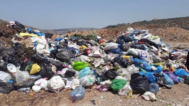سكان حي الغزلان ببلدة انصار طالبوا بايجاد حل للروائح والانبعاثات السامة