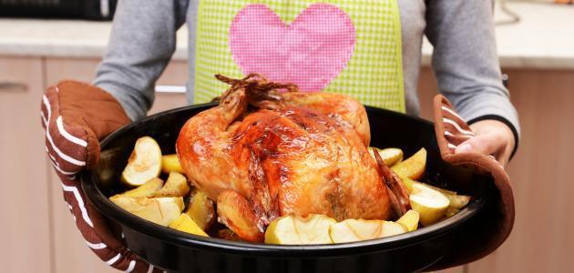إضافة القليل من الخل إلى الدجاج قبل طهيه وتركه من ساعة إلى إثنين يساعد على سرعة النضج