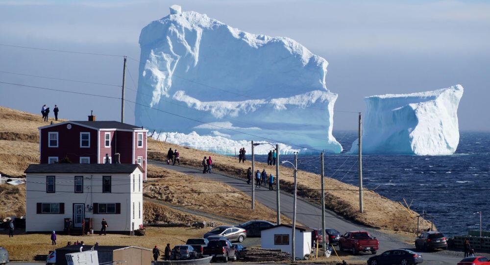 إماراتي يخطط لنقل جبل جليدي إلى بلاده!