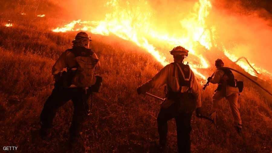 حريق غابات لا يزال مشتعلا بوسط البرتغال وحشد 800 رجل إطفاء