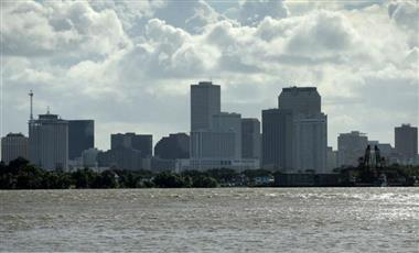 العاصفة باري تقترب من مدينة نيو أورليانز الأمريكية ومخاوف من حدوث فيضانات
