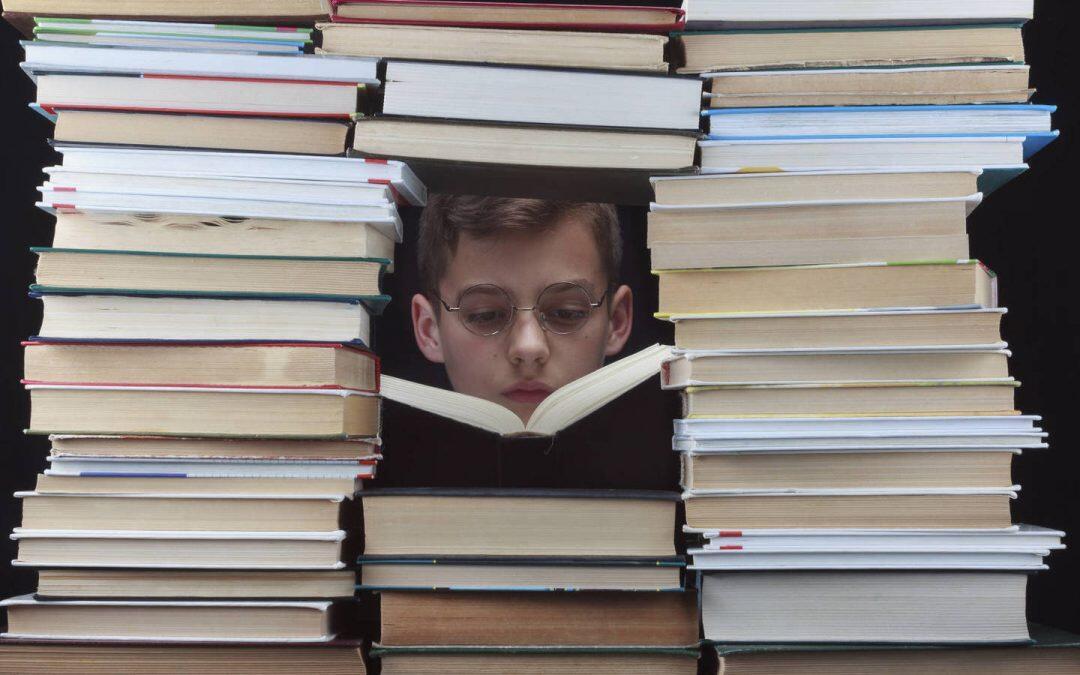Títulos: Los primeros libros no llevaban un título, por lo que eran nombrados de acuerdo con las primeras palabras con las que empezaban el texto.