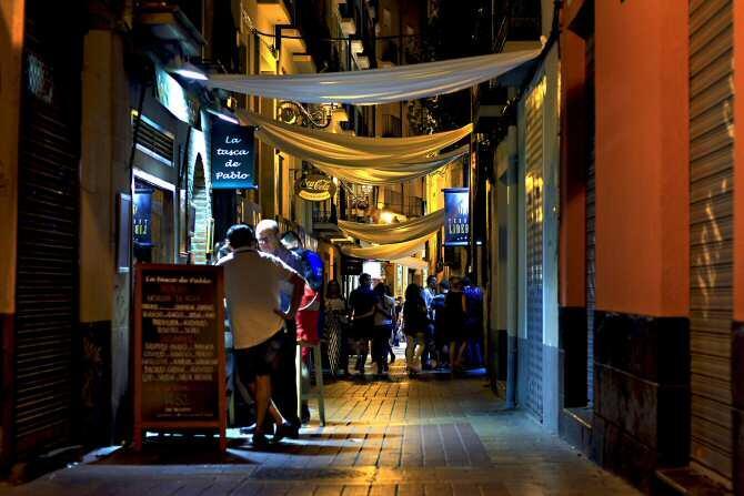 Las ciudades españolas normalizan y facilitan el consumo de alcohol