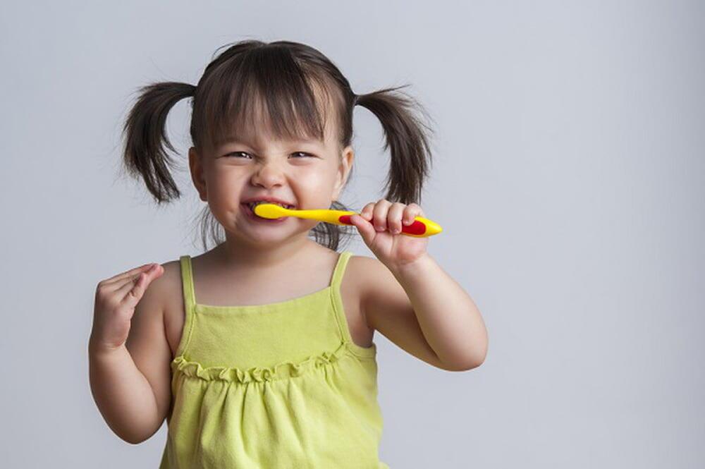 نصائح للعناية بأسنان طفلك وحمايتها من التسوس